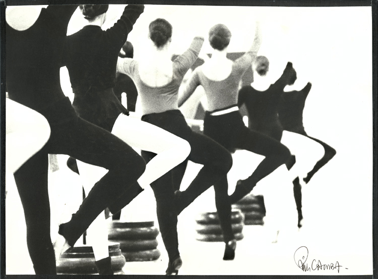 Kim Camba - Ballerinas at the Barre in Retiré