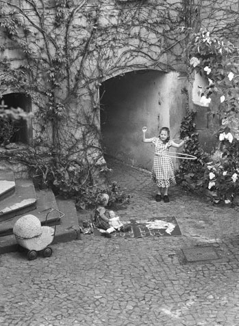 Stanko Abadžic - In the Old Yard, Prague