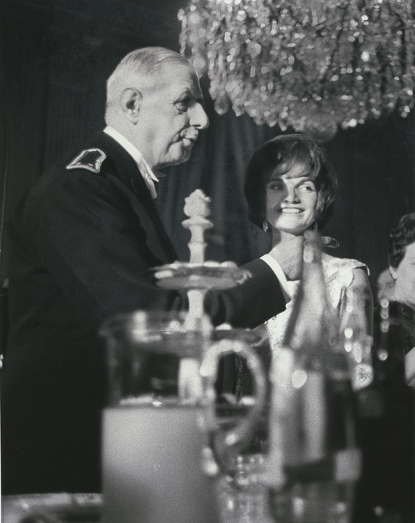 Paul Schutzer - Jacqueline Kennedy with Charles De Gaulle, Paris