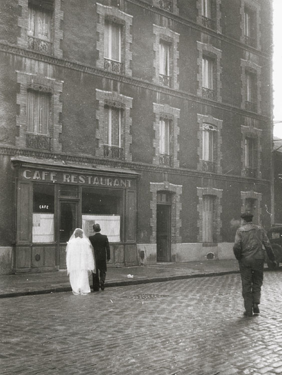 Robert Doisneau - La Stricte Intimite (In the Strictest Intimacy), Montrouge