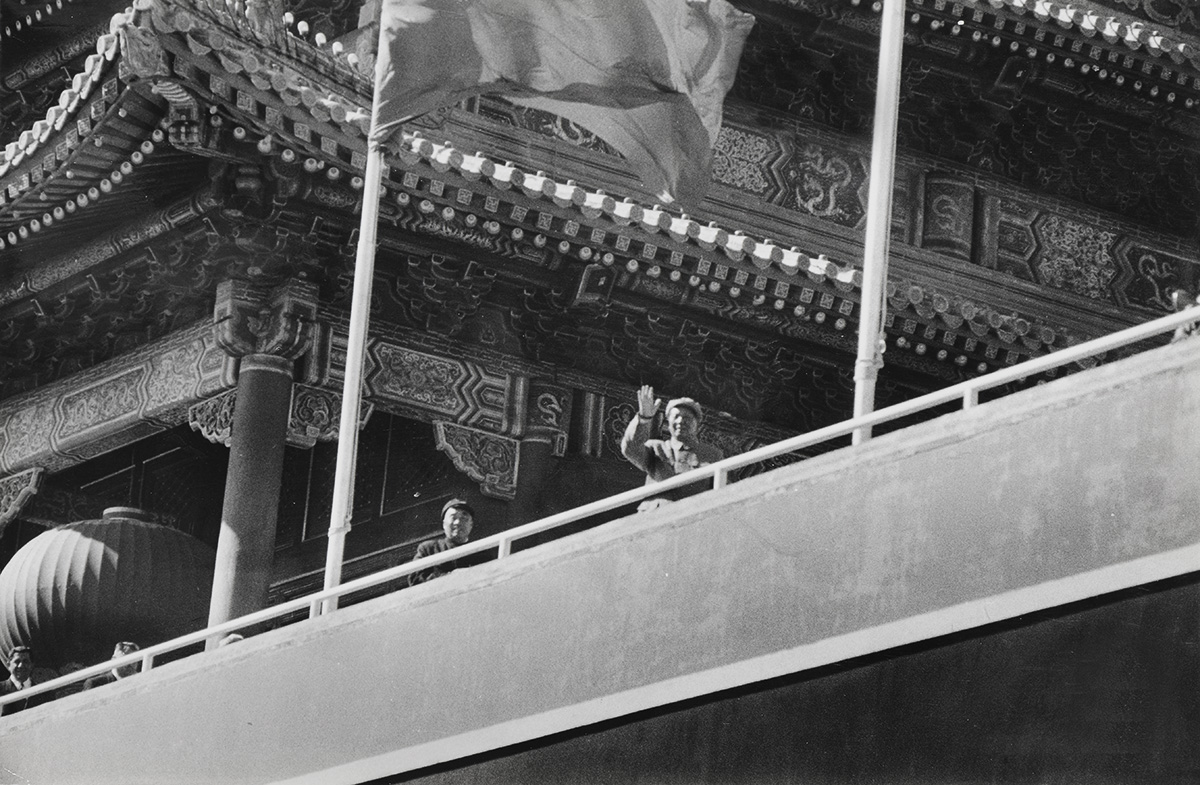 Henri Cartier-Bresson - Arrival of President Mao Zedong, Peking, China