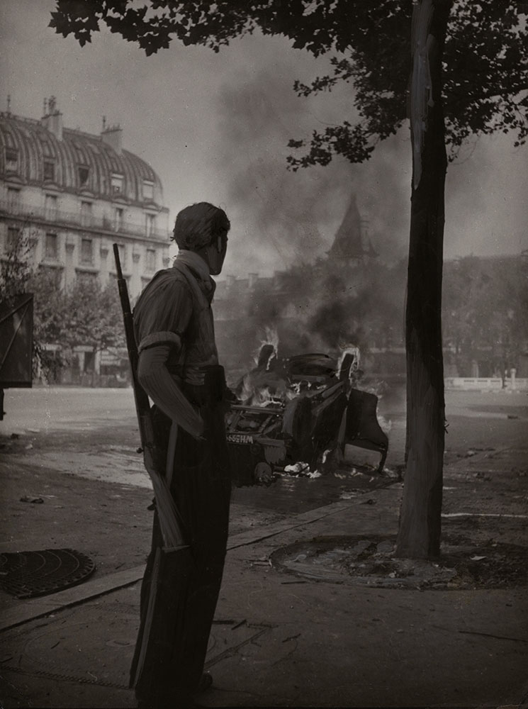 Robert Doisneau - Place Saint-Michel, Paris, August 1944 (WWII)