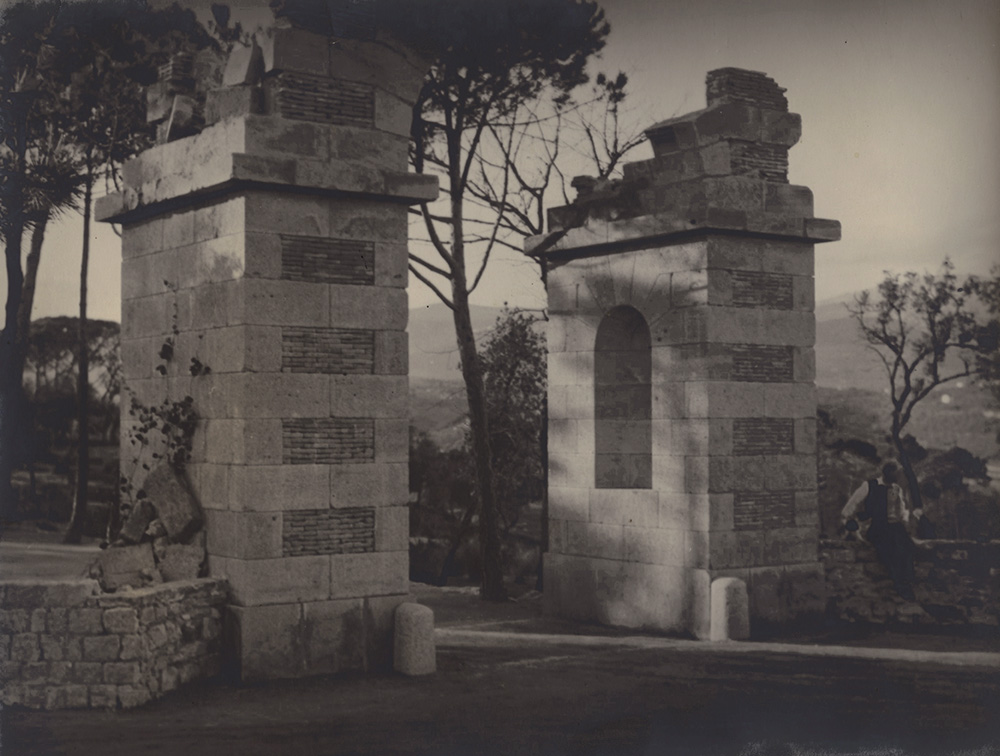 Man Ray - Max Ernst at the Entrance to Château de Clavary