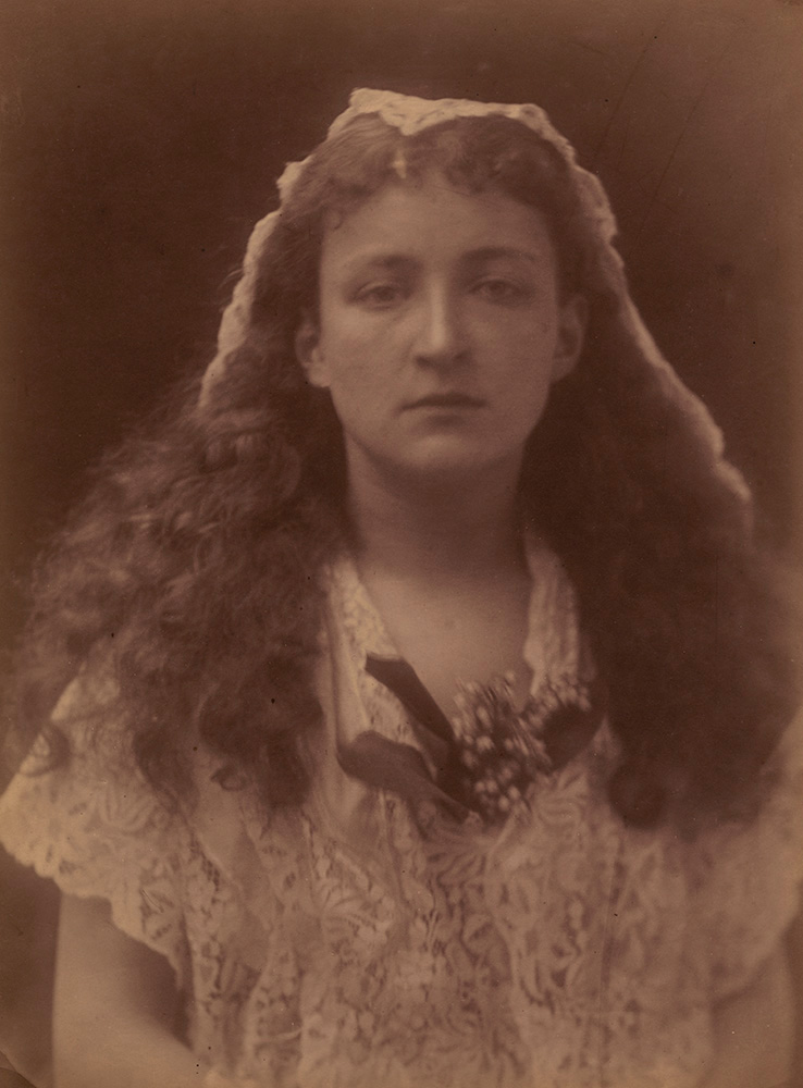Julia Margaret Cameron - Isabel Bateman in the Character of Queen Henrietta Maria
