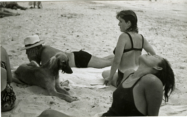 Man Ray - Dora Maar, Ady, Picasso and Kasbec-dog (Holidays in Antibes)