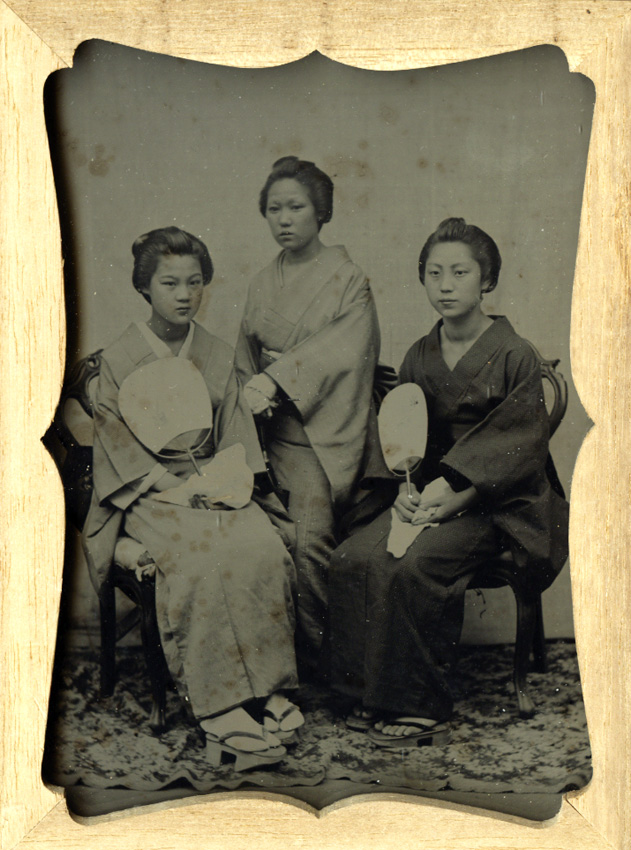 Anonymous - Full-Length Portrait of 3 Upper Class Ojo-Sang with Hands Folded in Front of Them